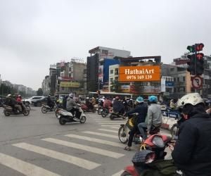 Biển quảng cáo tại Ngã 6 Ô Chợ Dừa - Đống Đa