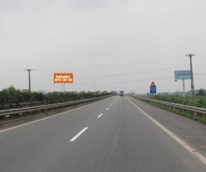 Biển quảng cáo Km16 + 550 Cao tốc Hà Nội – Lào Cai